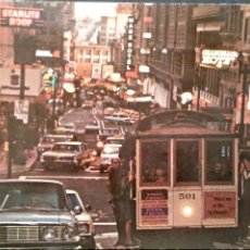 Postales: SAN FRANCISCO. BUSY CABLE CARS. CALLE ANIMADA. USADA CON SELLO. COLOR. MANCHA EN EL DORSO. Lote 195531965