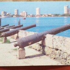 Postales: COLOMBIA-V54-CARTAGENA-MURALLAS,AL FONDO LA CIUDAD. Lote 262820315