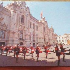 Postales: PERU-V54-LIMA-CAMBIO DE GUARDIA.PALACIO DE GOBIERNO. Lote 262821535
