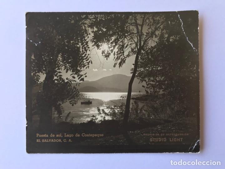EL SALVADOR C.A. POSTAL FOTOGRAFÍCA. PUESTA DE SOL, LAGO DE COAETEPEQUE. STUDIO LIGHT (H.1960?) S/C (Postales - Postales Extranjero - América)