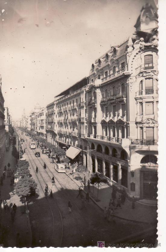 GRANADA,GRAN VIA. ESCRITA Y FECHADA EN 1950-VER FOTO ADICONAL (Postales - España - Andalucia Moderna (desde 1.940))
