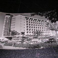 Postales: 1099 TORREMOLINOS ( MALAGA ) HOTEL PEZ ESPADA. Lote 8320527