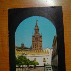 Postales: POSTAL SEVILLA LA GIRALDA DESDE EL PATIO DE BANDERAS CIRCULADA. Lote 14983985
