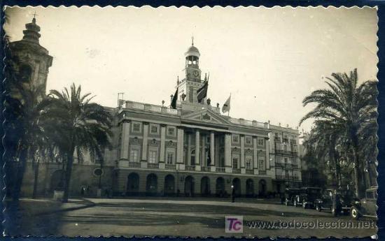 CADIZ: EL AYUNTAMIENTO ED. AISA Nº 201 (Postales - España - Andalucia Moderna (desde 1.940))