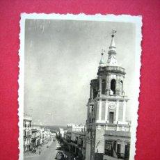 Postales: CÁDIZ. SAN FERNANDO. IGLESIA MAYOR Y CALLE REAL. EDITA, SUR. AÑO 1950. Lote 23405258