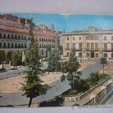 Postales: BAENA (CÓRDOBA), PLAZA DEL GENERALÍSIMO (17-12-1968). CIRCULADA, CON TEXTO Y SELLO 1 PTA FRANCO.. Lote 27188117
