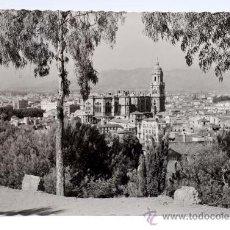 Postales: POSTAL MÁLAGA VISTA PARCIAL CATEDRAL ED GARCÍA GARRABELLA CIRCULADA 1961. Lote 25924242