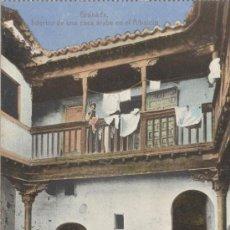 Postales: GRANADA. INTERIOR DE UNA CASA ÁRABE EN EL ALBAICÍN. POSTAL COLOR, DE G. GARZÓN, C. 1920. IMPECABLE. . Lote 29825355