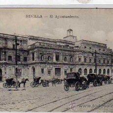 Postales: SEVILLA. EL AYUNTAMIENTO. COCHES DE CABALLOS.. Lote 30871582