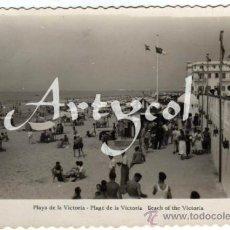 Postales: BONITA POSTAL - CADIZ - PLAYA DE LA VICTORIA - MUY AMBIENTADA - ED. AISA. Lote 33110975