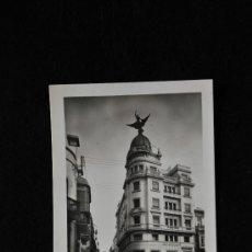 Postales: TARJETA POSTAL. 2. HUELVA. CALLE DEL GENERAL MOLA. ED. EDITORIAL VDA. DE M. ARIAS. 1954.. Lote 35826272