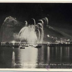Postales: ROCK OF GIBRALTAR WITH FIREWORKS DISPLAY AND SEARCHLIGHTS IN ACTION. Lote 38218296