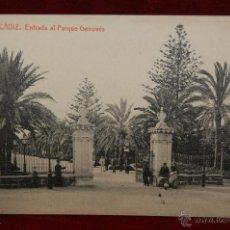 Postales: ANTIGUA POSTAL DE CADIZ. ENTRADA AL PARQUE GENOVES. FOT. THOMAS. SIN CIRCULAR. Lote 42705453