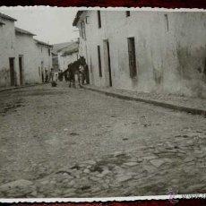 Postales: FOTOGRAFIA DE ESCAÑUELA (JAEN), CALLE GENERAL MOLA, 1950 APROX. MIDE 17,58 X 11,6 CMS. APROX. FOTOGR. Lote 44377378