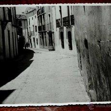 Postales: FOTOGRAFIA DE TORREDELCAMPO (JAEN), PAVIMENTACION CALLE DOCTOR CALLEJAS, 1950 APROX. MIDE 17,58 X 11. Lote 44416419