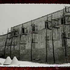 Postales: FOTOGRAFIA DE TORREDELCAMPO (JAEN), CENTRO DE BENEFICENCIA EN CONSTRUCCION, 1950 APROX. MIDE 17,58 X. Lote 44416544