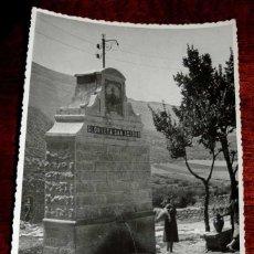 Postales: FOTOGRAFIA DE JAMILENA (JAEN), FUENTE DE LA GLORIETA SAN ISIDRO, 1950 APROX. MIDE 17,58 X 11,6 CMS. . Lote 44425986