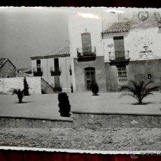 Postales: FOTOGRAFIA DE FUERTE DEL REY (JAEN), PLAZA DE JOSE ANTONIO, 1950 APROX. MIDE 17,58 X 11,6 CMS. APROX. Lote 44428186