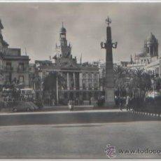 Postales: POSTAL CADIZ ANDALUCIA PLAZA DE SAN JUAN DE DIOS Y AYUNTAMIENTO ED. HAE N0 18 - 1959. Lote 47431155