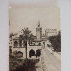 Postales: SEVILLA: LA GIRALDA DESDE LOS REALES ALCÁZARES. Lote 47893310