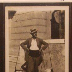 Postales: MALAGA - VENDEDOR DE PESCADO - FOTOGRAFICA SIN CIRCULAR Y DORSO DIVIDIDO. Lote 50200805