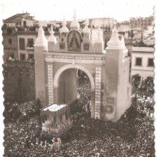 Postales: SEVILLA SEMANA SANTA PUERTA Y VIRGEN DE LA MACARENA 1967. Lote 45745762