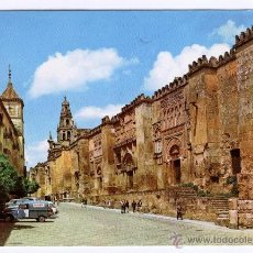 Postales: CORDOBA - MURALLA OCCIDENTAL DE LA MEZQUITA. CIRCULADA, COCHES ANTIGUOS.. Lote 53043048