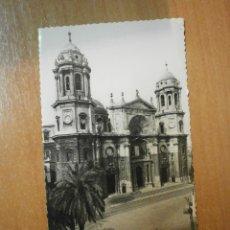 Postales: POSTAL CADIZ CATEDRAL FACHADA PRINCIPAL ESCRITA. Lote 56615043