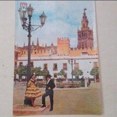 Postales: PAREJA TIPICA EN EL PATIO DE BANDERAS. Lote 58424554