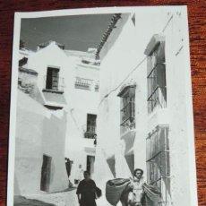 Postales: ANTIGUA FOTOGRAFIA DE ARCOS DE LA FRONTERA, CADIZ, AÑOS 50, TAMAÑO POSTAL, NO PONE FOTOGRAFO NI EDIT. Lote 69982749