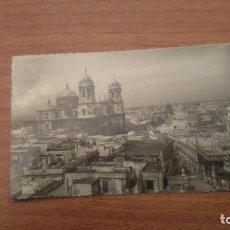 Postales: POSTAL CADIZ CATEDRAL Y VISTA PARCIAL CIRCULADA. Lote 70100337
