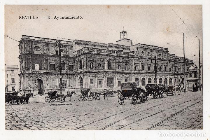 SEVILLA. EL AYUNTAMIENTO. ANIMADA CON CARRETAS DE CABALLOS. (Postales - España - Andalucía Antigua (hasta 1939))
