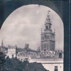 Postales: POSTAL SEVILLA - PATIO DE BANDERAS Y LA GIRALDA - H.A.E. - CIRCULADA. Lote 106714379