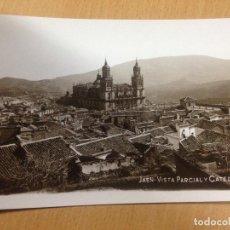 Postales: ANTIGUA POSTAL VISTA PARCIAL Y CATEDRAL JAEN. Lote 107023967