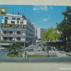 Postales: POSTAL DE FUENGIROLA ( MALAGA ) , COSTA DEL SOL : PLAZA Y AVENIDA MANANTIALES. AÑOS 60. Lote 108342795