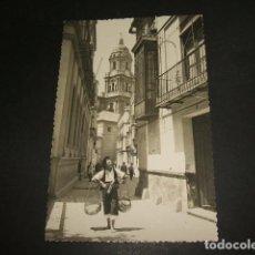Postales: MALAGA TIPICO VENDEDOR DE PESCADO EN CALLE SAN AGUSTIN. Lote 109744719