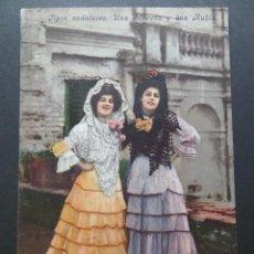 Postales: UNA MORENA Y UNA RUBIA. COLECCIÓN TOMAS SANZ, SEVILLA. ANTIGUA POSTAL COLOREADA, SIN CIRCULAR. Lote 116781491