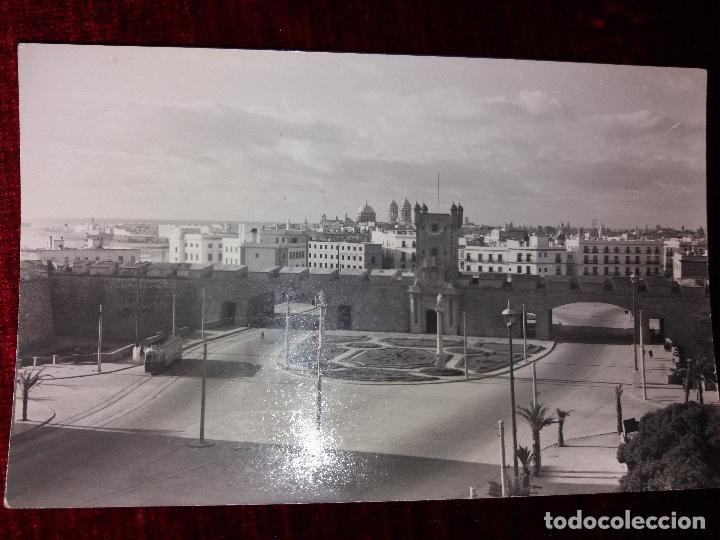 CADIZ.PUERTAS DE TIERRA. ED. MALET. CIRCULADA 1958 (Postales - España - Andalucia Moderna (desde 1.940))