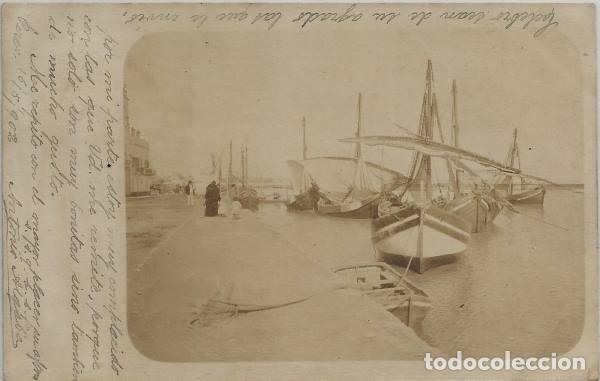 POSTAL FOTOGRAFICA ANTIGUA PUERTO DE SEVILLA ? BARCAS CON VELAS SIN DIVIDIR ANIMADA 1902 (Postales - España - Andalucía Antigua (hasta 1939))