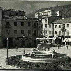 Postales: JAEN. PLAZA DE LA COCA DE LA PIÑERA. POSTAL SUPERPANORÁMICA. EDICIONES ARRIBAS Nº 902. FOTOGRÁFICA.. Lote 132420778