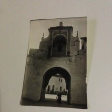 Postales: POSTAL ANTIGUA,2-UTRERA,ARCO Y PUERTA DE LA VILLA (SIGLO XIV).. Lote 133407987