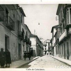 Postales: MOTRIL (GRANADA). CALLE DE CATALANES. EDICIONES ARRIBAS Nº 5. FOTOGRÁFICA. . Lote 135848206