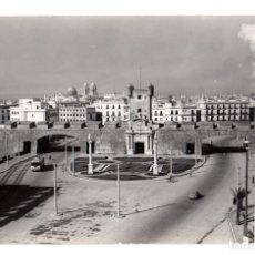 Postales: TARJETA POSTAL CADIZ. PUERTAS DE HIERRO. Nº 18. MALET. CIRCA 1960. Lote 151082606