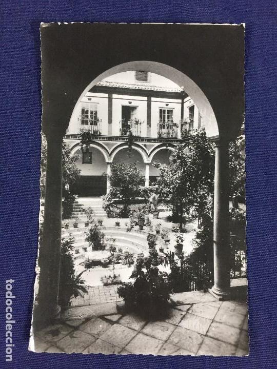 ANTIGUA TARJETA POSTAL PATIO DE LOS VENERABLES SACERDOTES SEVILLA 1952 (Postales - España - Andalucia Moderna (desde 1.940))