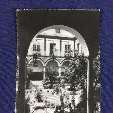 Postales: ANTIGUA TARJETA POSTAL PATIO DE LOS VENERABLES SACERDOTES SEVILLA 1952. Lote 152877774