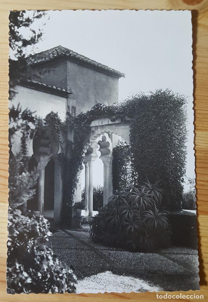 MALAGA JARDENIES DE LA ALCAZABA FOTO D. CORTES Nº 65 (Postales - España - Andalucia Moderna (desde 1.940))