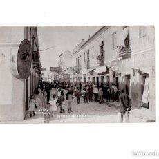Postales: LA LINEA DE LA CONCEPCIÓN.(CÁDIZ).- CALLE CLAVEL NIÑOS SALIENDO DE LOS COLEGIOS. Lote 154424058