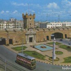 Postales: POSTAL Nº 16 CADIZ PUERTA DE TIERRA Y MONUMENTO A SAN SERVANDO Y SAN GERMAN PATRONOS - VALDESPINO. Lote 155996610
