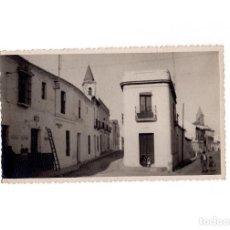 Postales: GIBRALEÓN.(HUELVA).- PLAZA RAMÓN Y CAJAL. ANTIGUA PLAZA DEL PAN. POSTAL FOTOGRÁFICA. FOTO BAEZ.. Lote 166618850