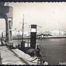Postales: CÁDIZ, VISTA PARCIAL DESDE EL PUERTO - EDICIONES GARCÍA GARRABELLA - CIRCULADA AÑO 1949. Lote 172834117